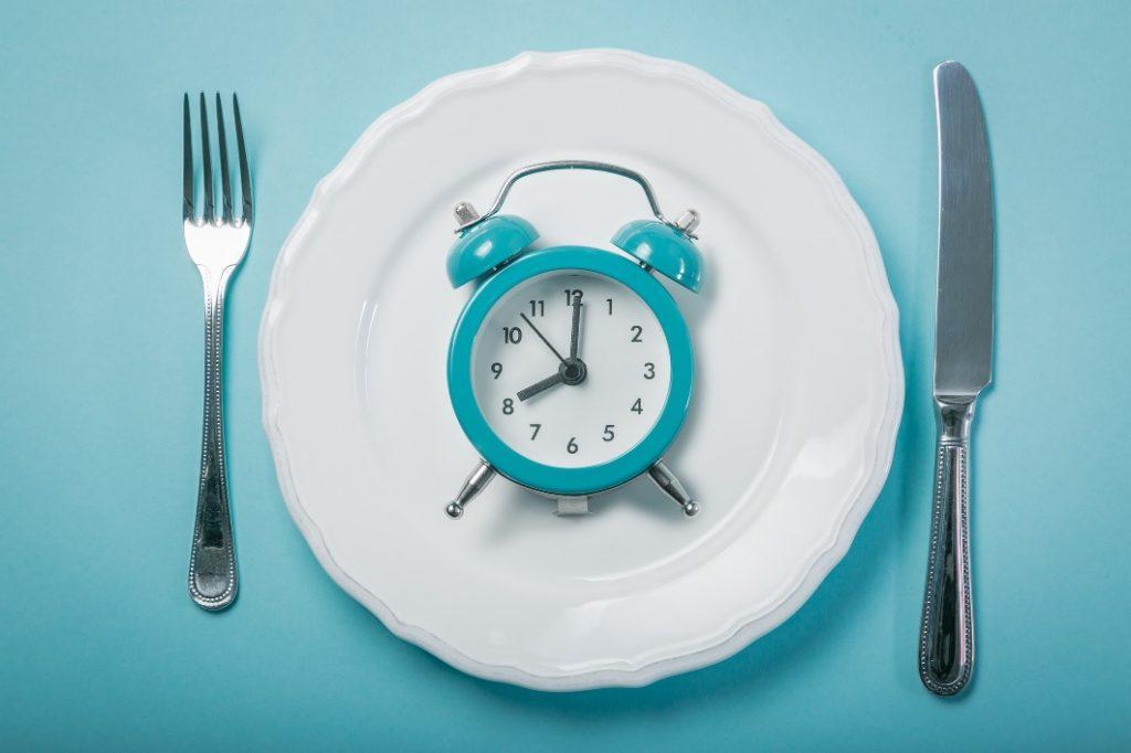 na czym polega intermittent fasting